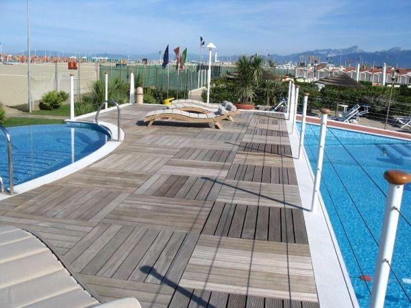 Pavimenti bordo piscina per la limitrofa alla piscina - Pavimenti bordo piscina in legno ...