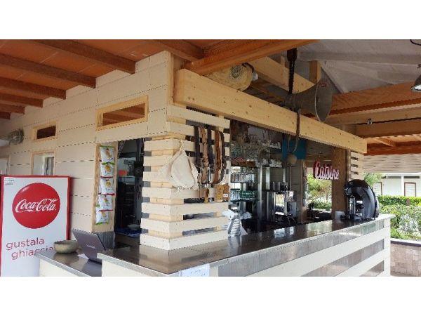 Rivestimento banco bar - Falegnameria Carpenteria di Barsanti Mario Arturo